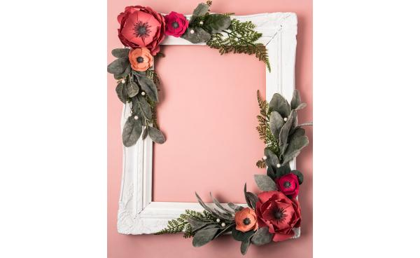 how to create a photo-booth floral frame